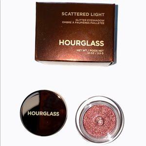 🆕Hourglass Scattered Light Glitter Eye Shadow